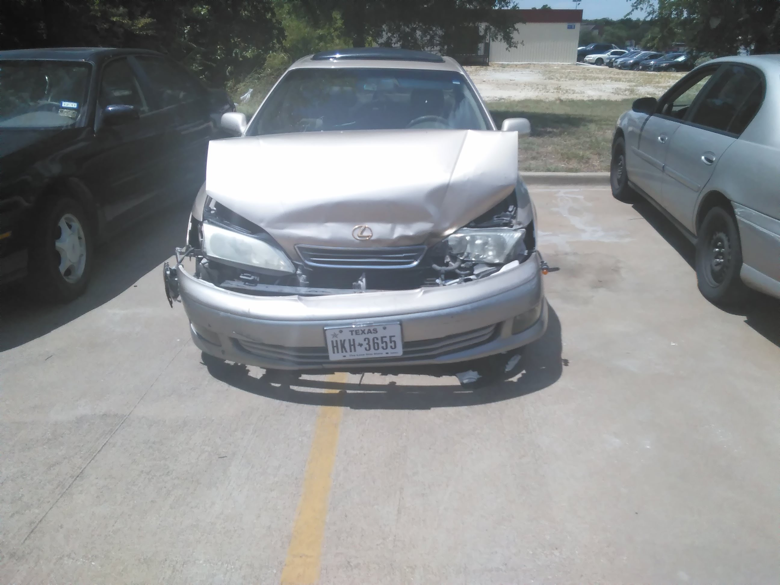 Junk 2000 Lexus ES in Dallas
