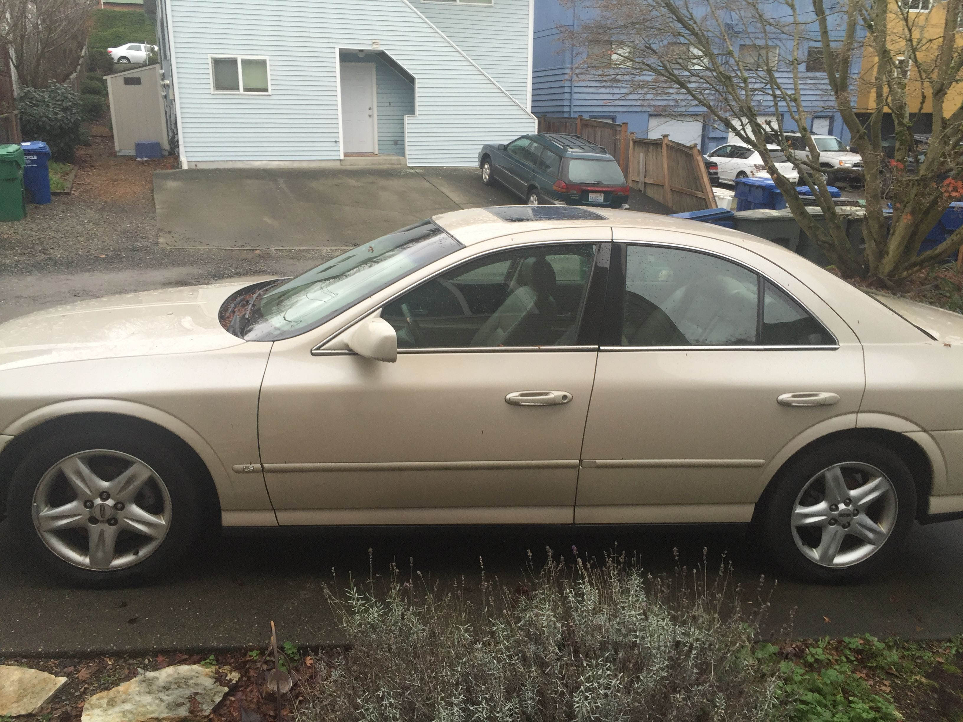 Junk 2000 Lincoln LS in Seattle