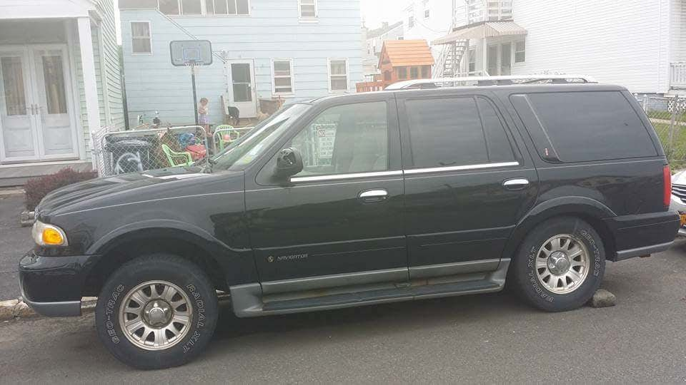 Junk 2000 Lincoln Navigator in Troy