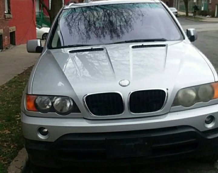 Junk 2001 BMW X5 in Newburgh