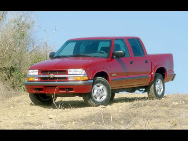 Junk 2001 Chevrolet Blazer in Orange