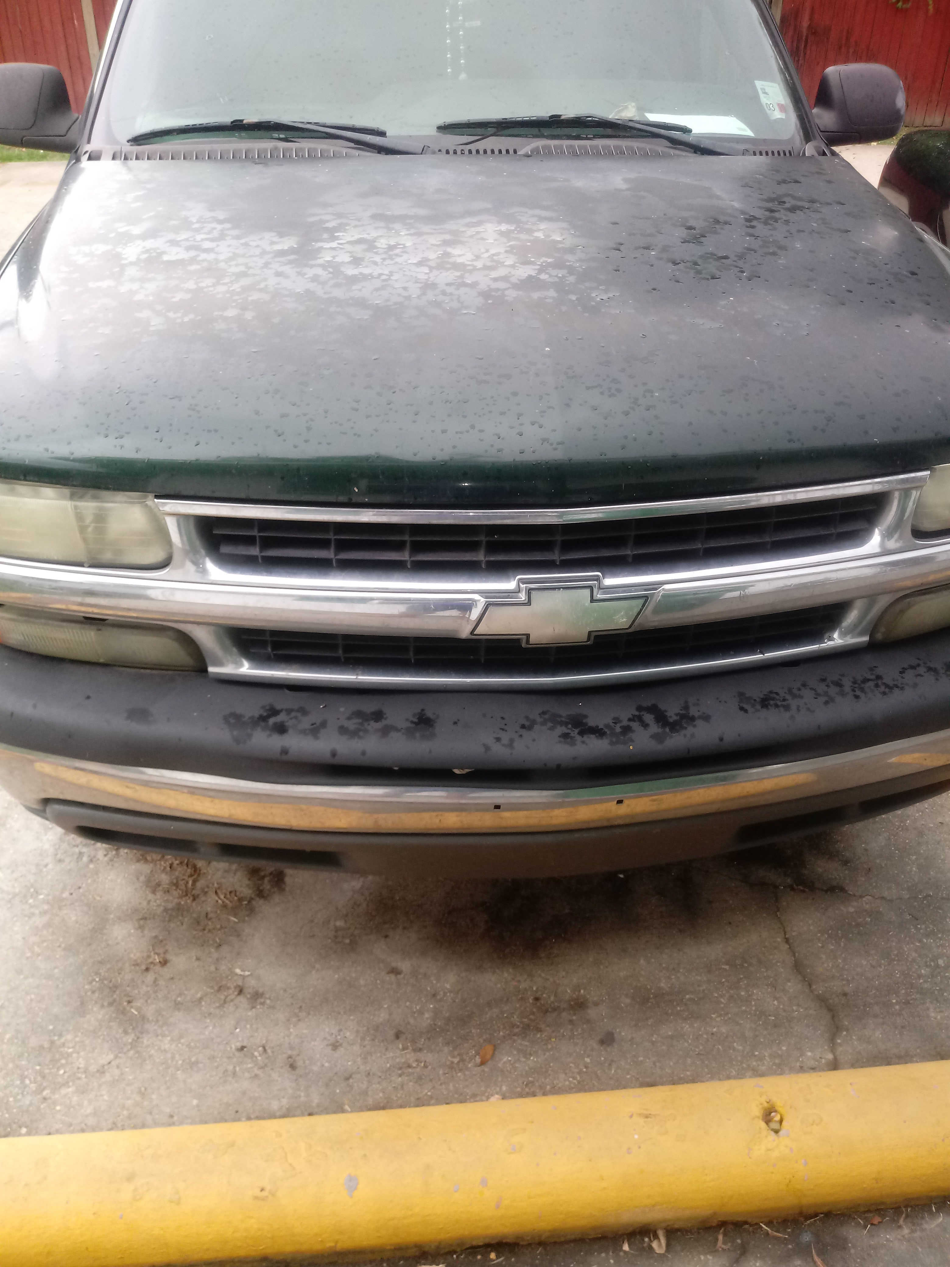 Junk 2001 Chevrolet Tahoe in Hahnville