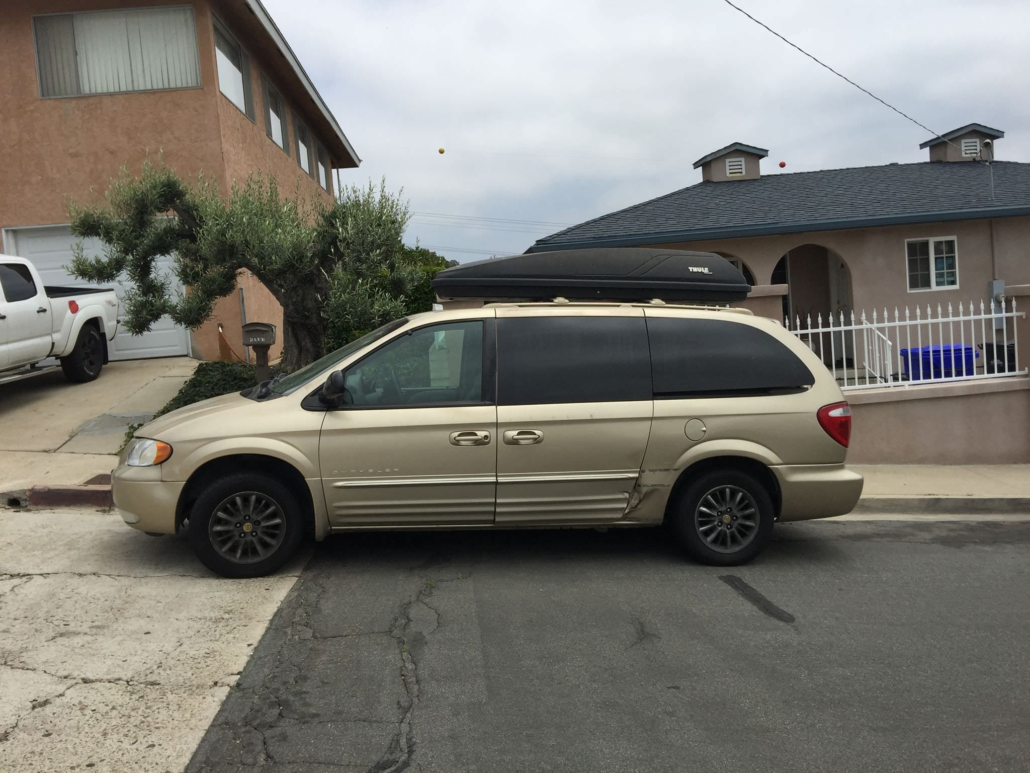 Junk 2001 Chrysler Town & Country in San Diego