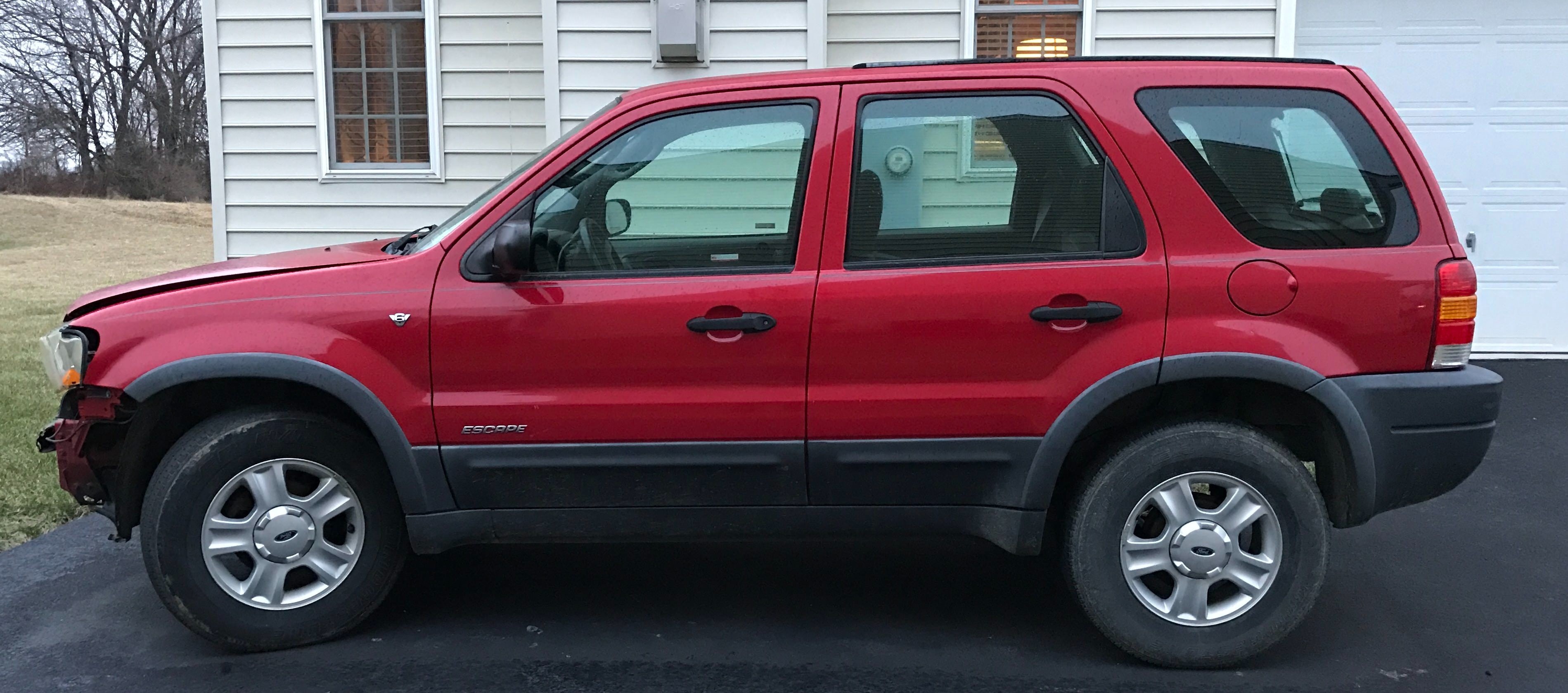 Junk 2001 Ford Escape in Purcellville