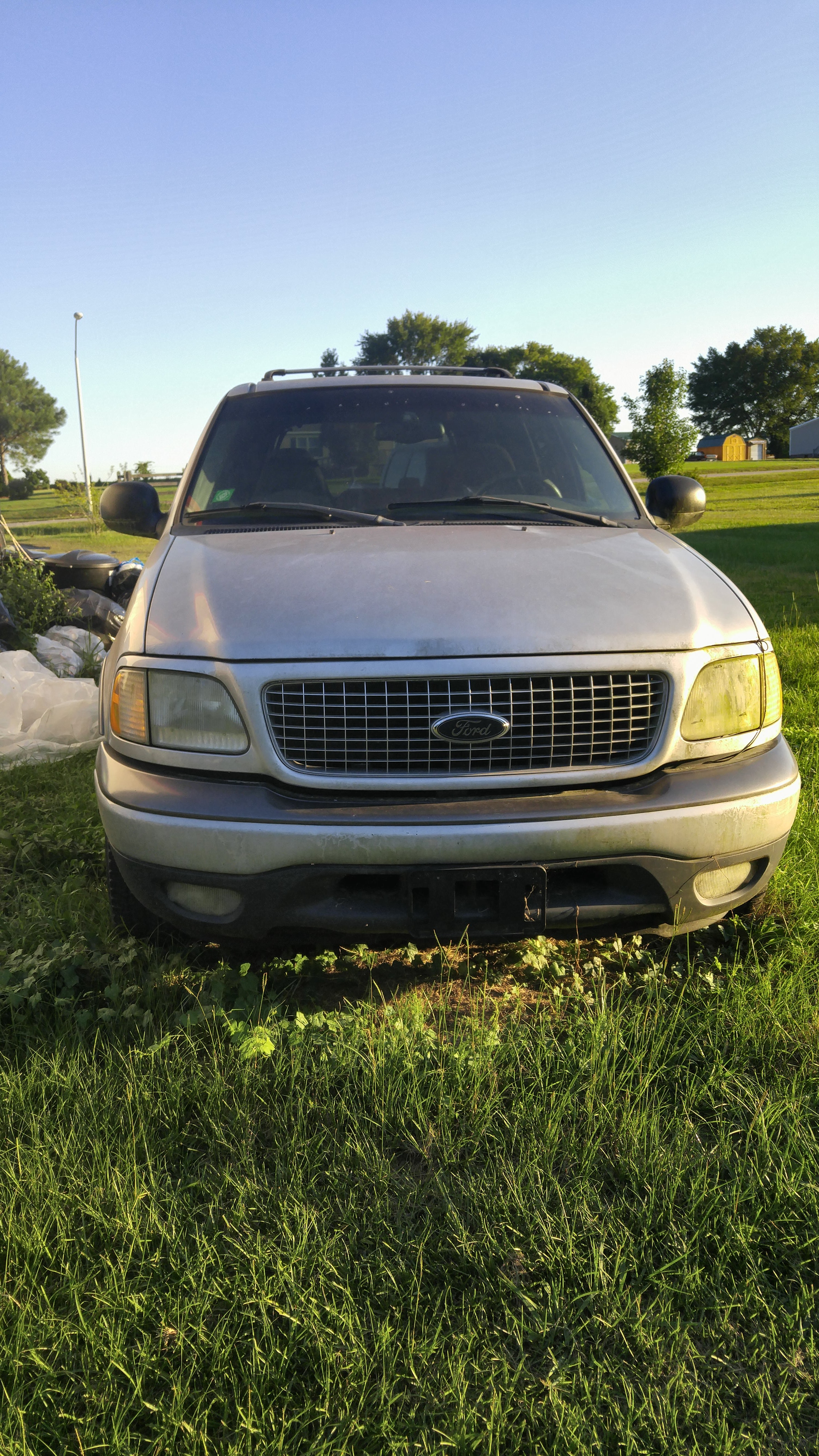 Junk 2001 Ford Expedition in Smithfield