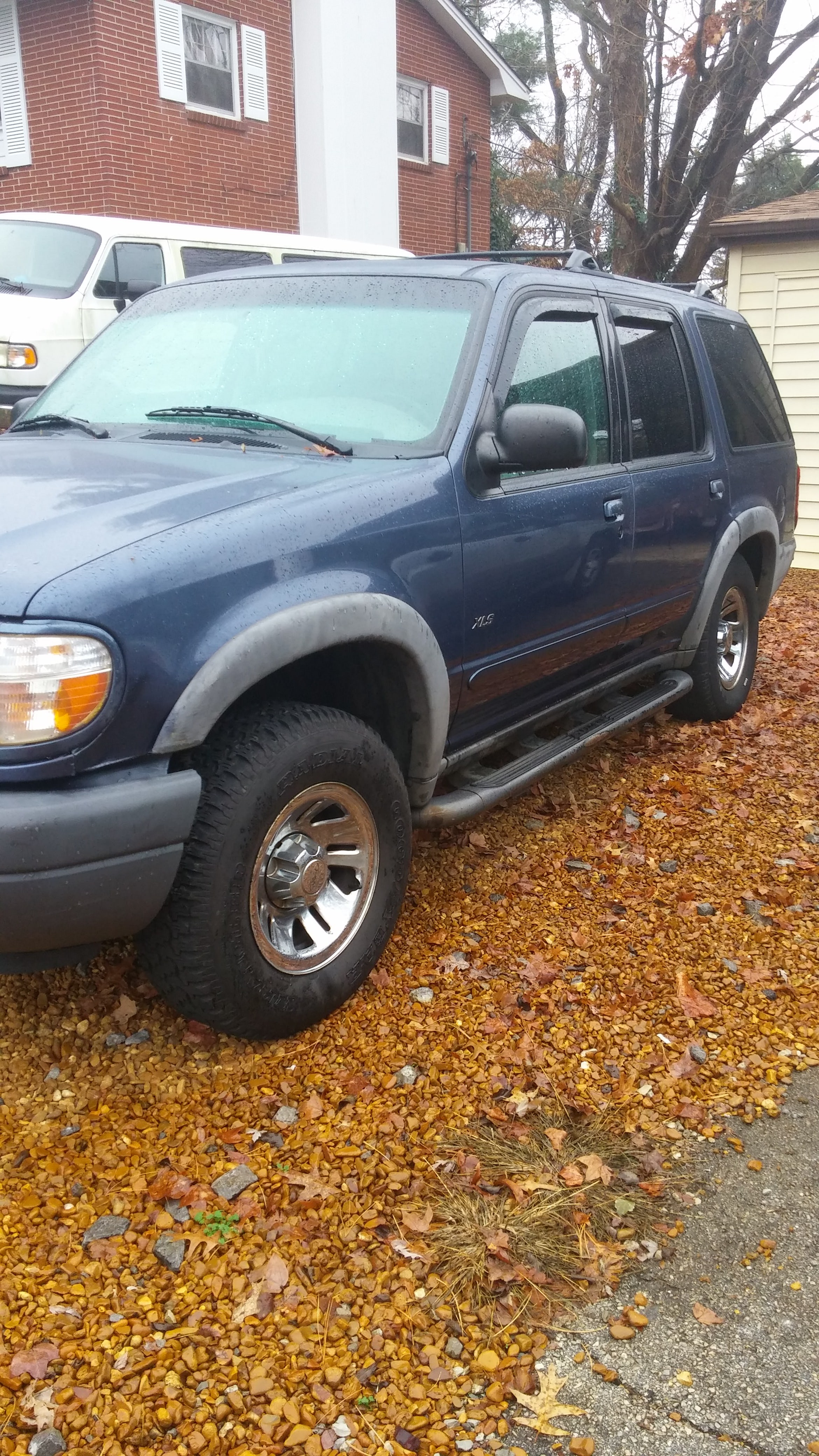 Junk 2001 Ford Explorer in Knoxville