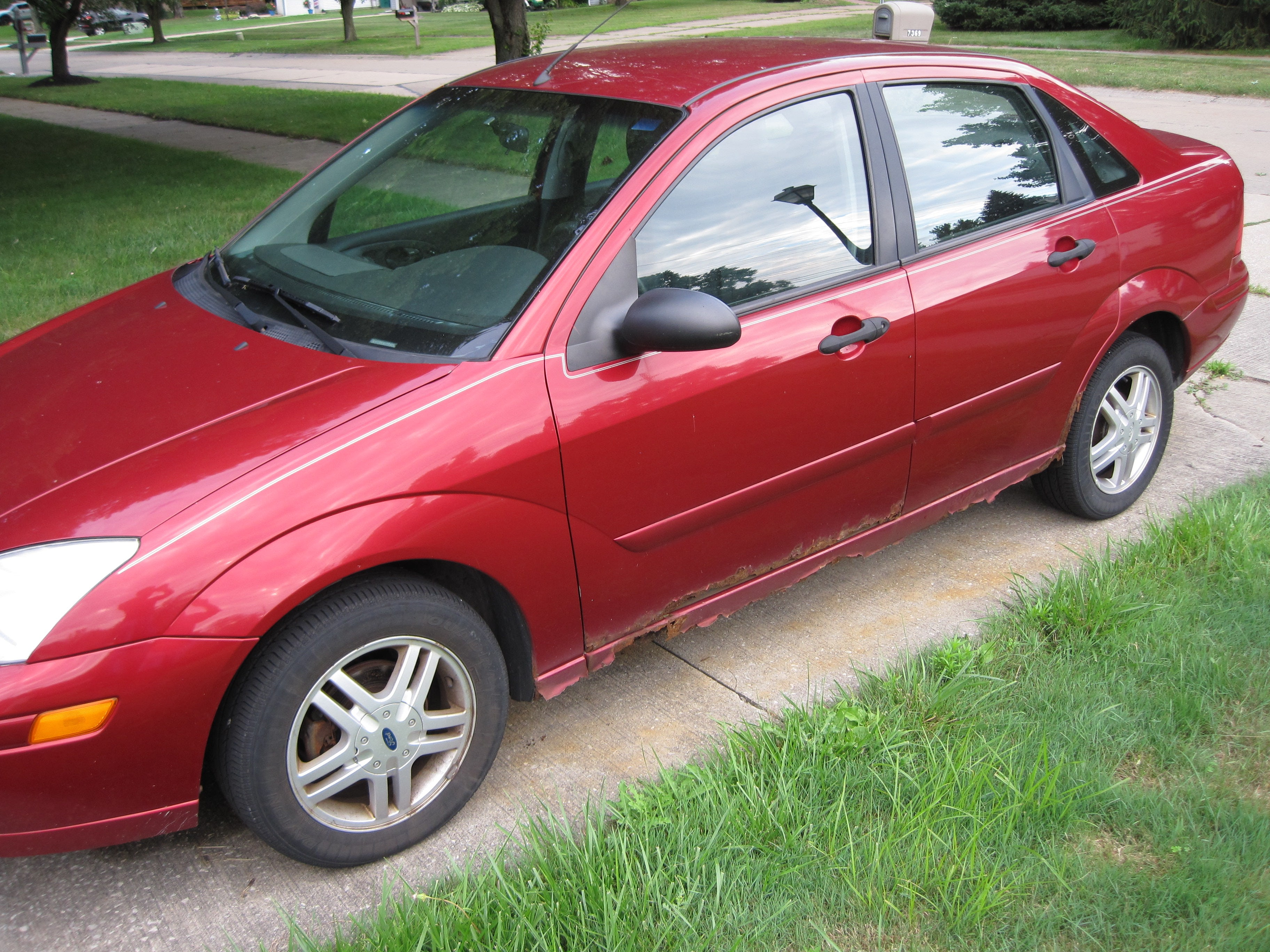 Junk 2001 Ford Focus in Mentor