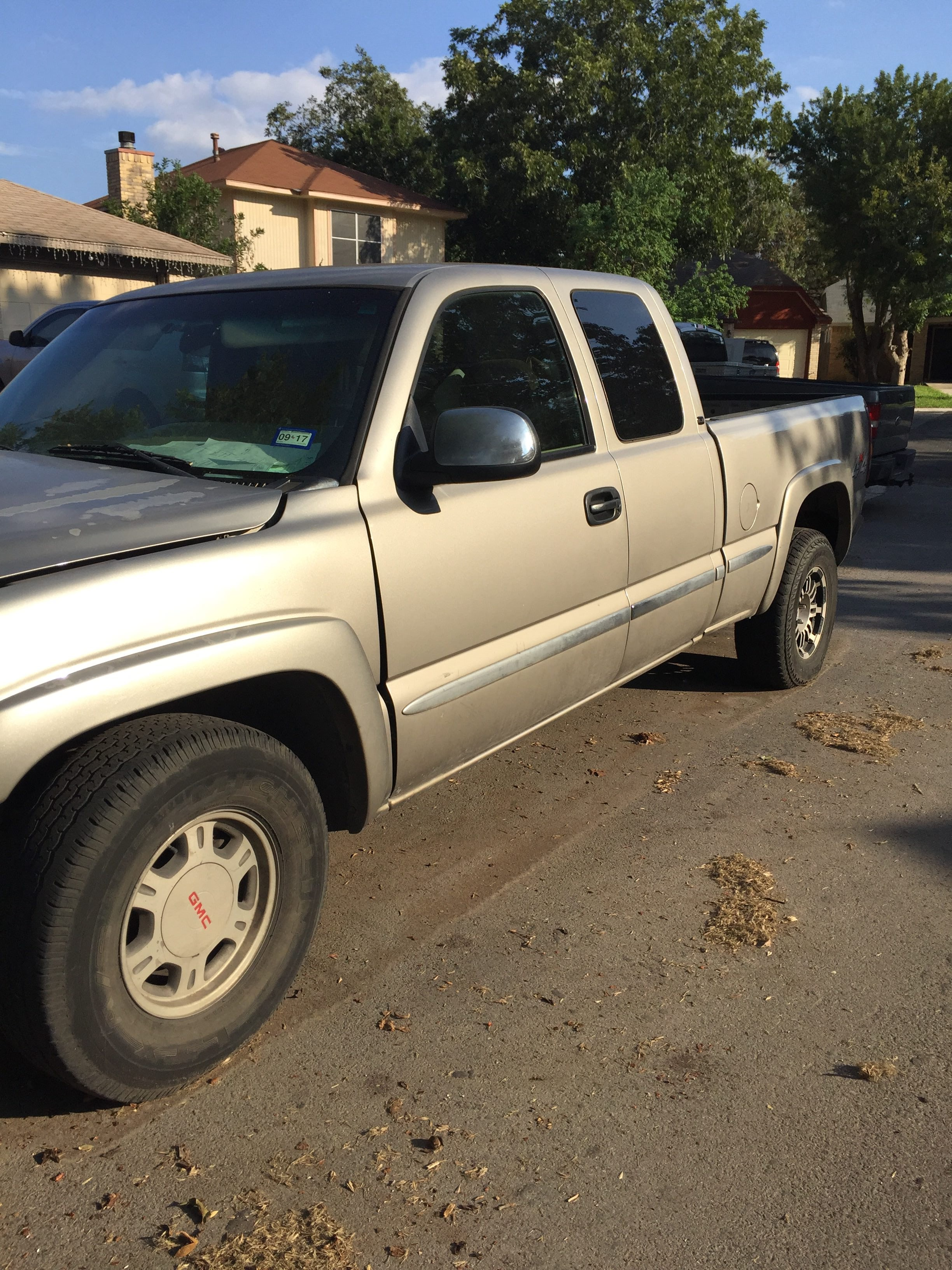 Junk 2001 GMC New Sierra in San Antonio