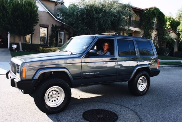 Junk 2001 Jeep Cherokee in Upland