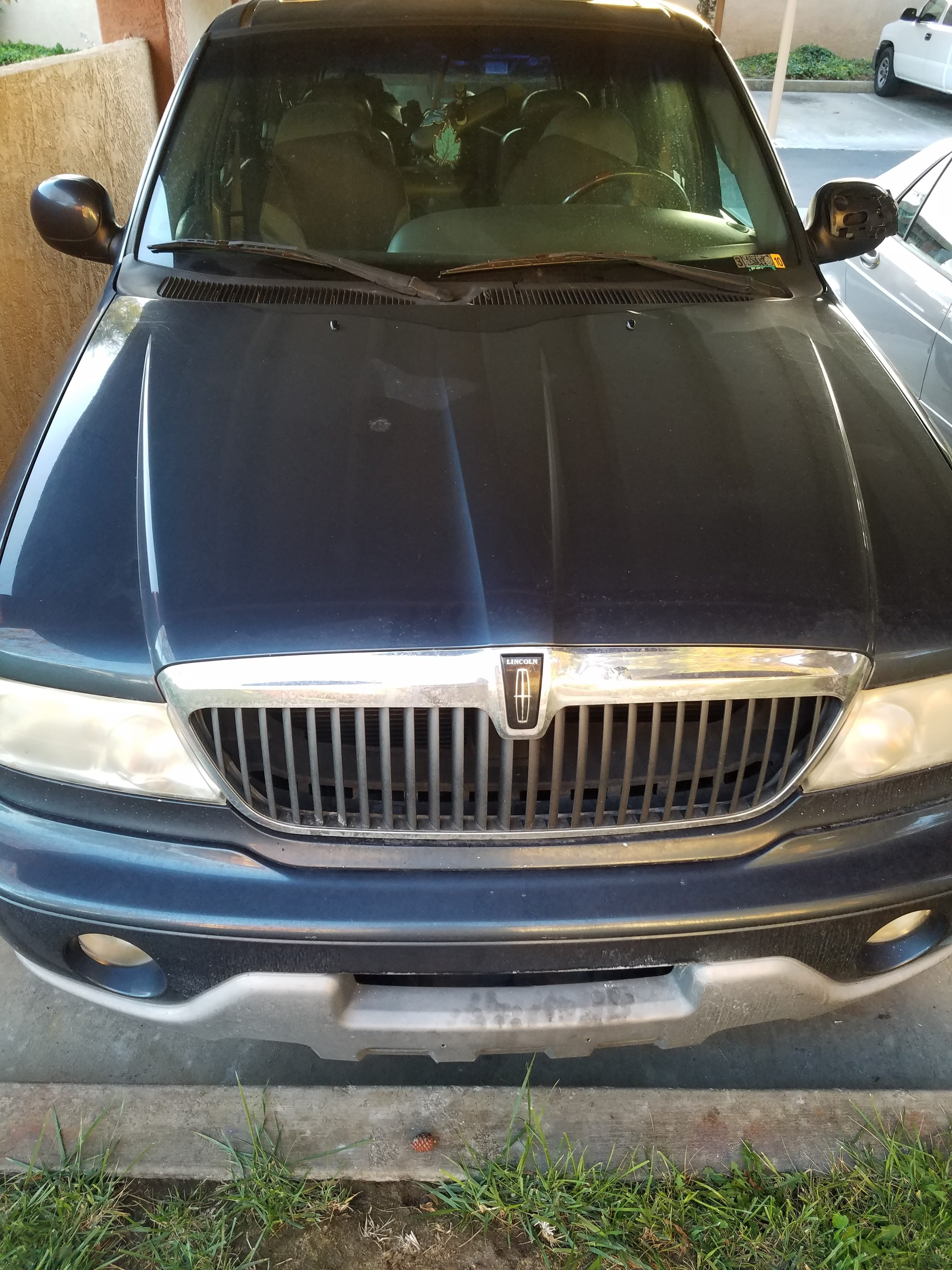 Junk 2001 Lincoln Navigator in Oceanside