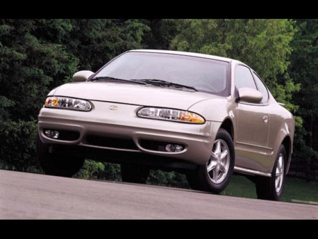 Junk 2001 Oldsmobile Alero in Saint Clair Shores
