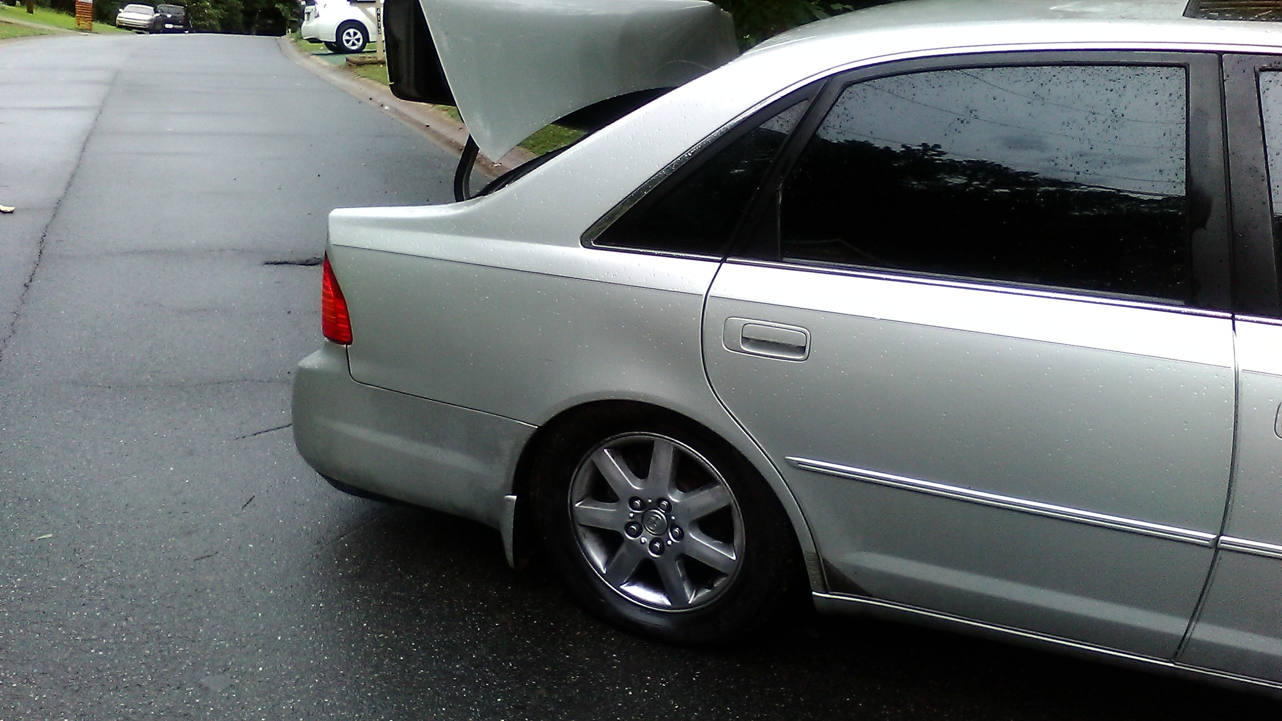 Junk 2001 Toyota Avalon in Kennesaw