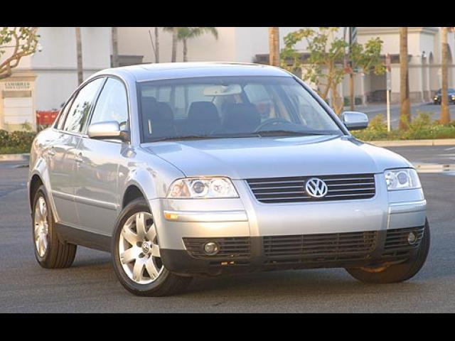 Junk 2001 Volkswagen Passat in Walnut