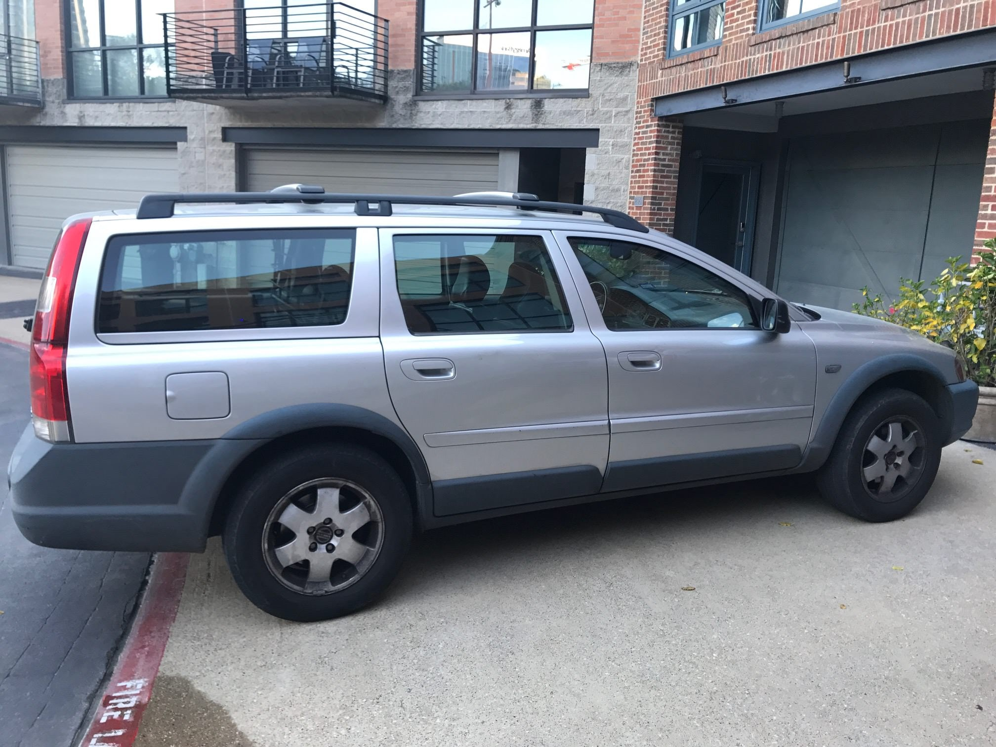 Junk 2001 Volvo V70 in Dallas