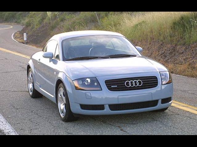 Junk 2002 Audi TT in Opa Locka