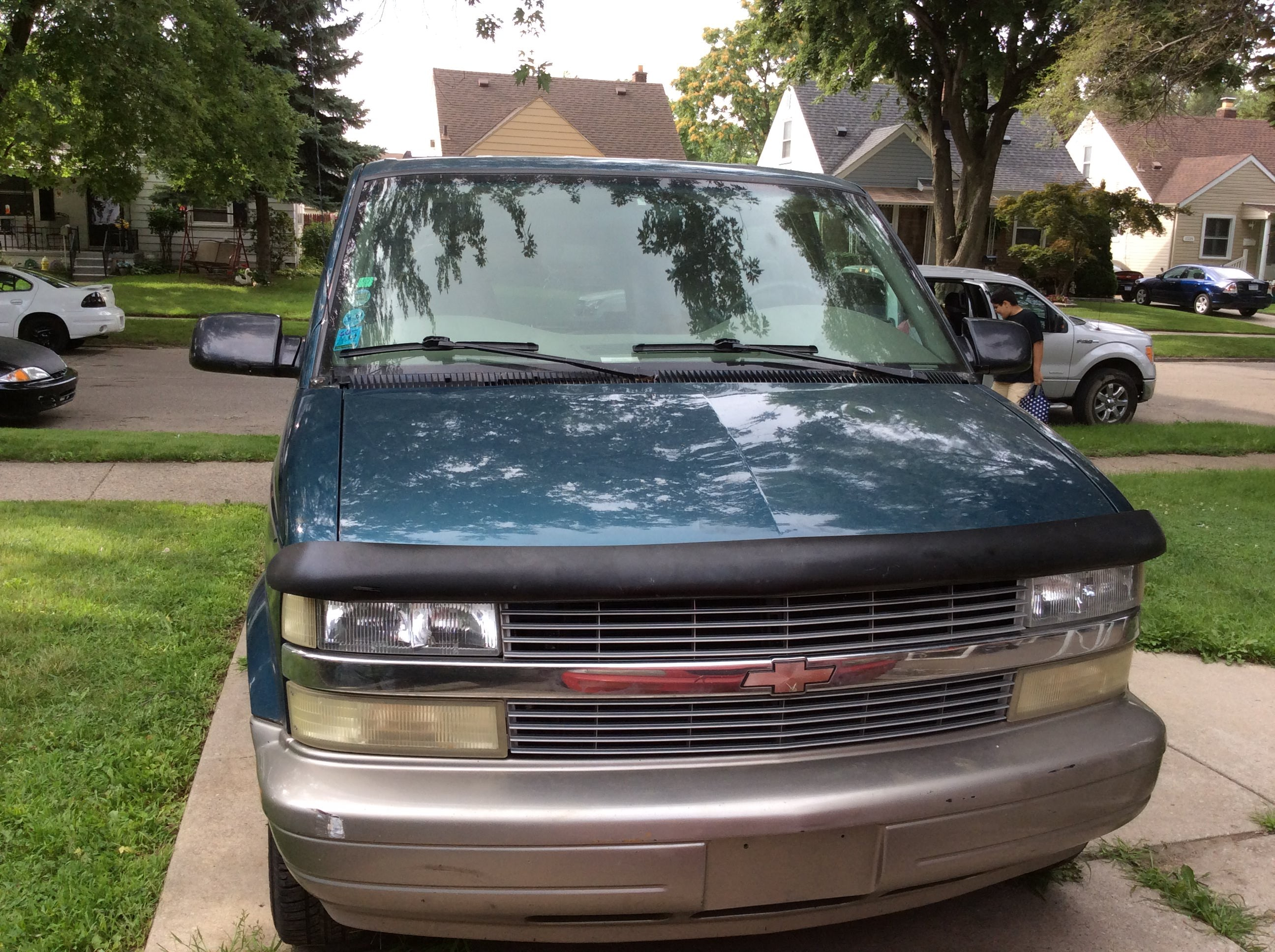 Junk 2002 Chevrolet Astro in Detroit