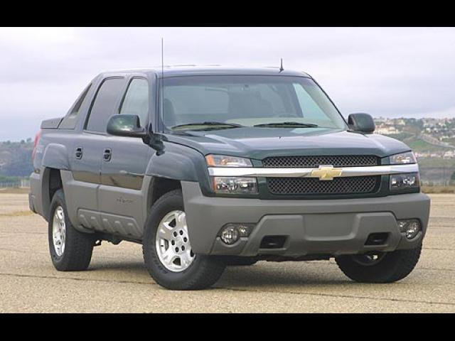 Junk 2002 Chevrolet Avalanche in Converse