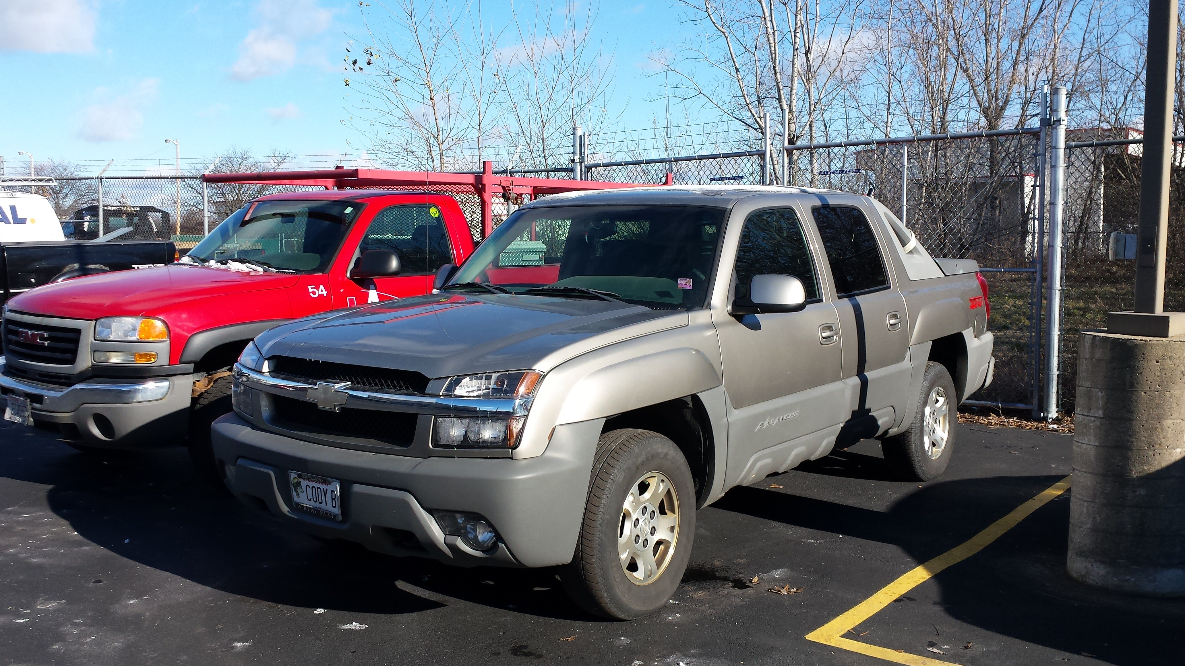 Junk 2002 Chevrolet Avalanche in Waukesha