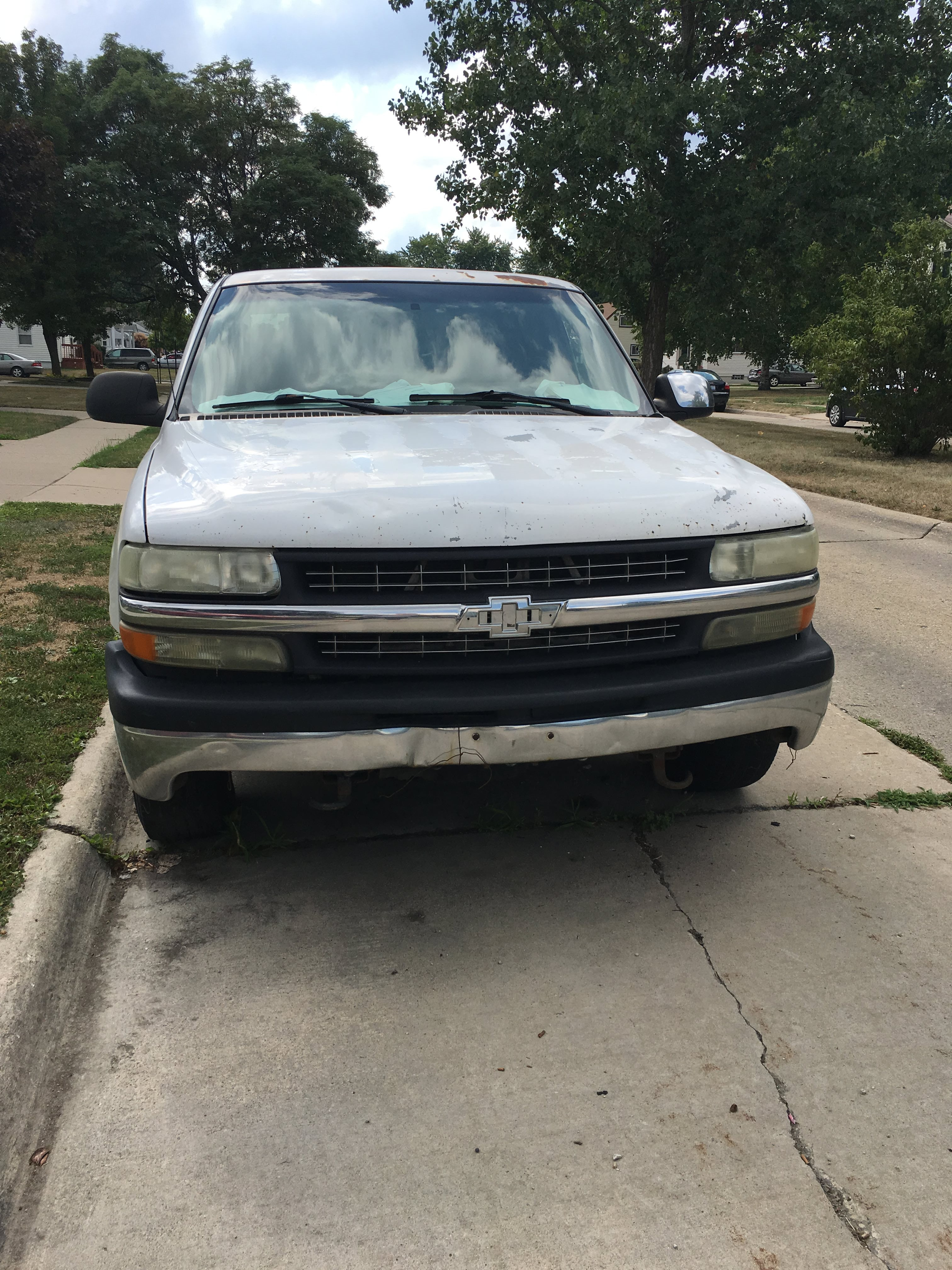 Junk 2002 Chevrolet Silverado in Garden City