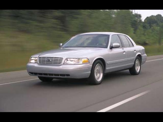 Junk 2002 Ford Crown Victoria in Coarsegold
