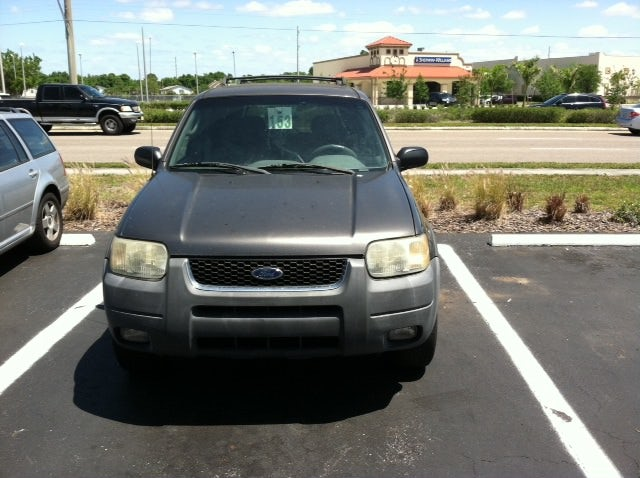 Junk 2002 Ford Escape in Clearwater