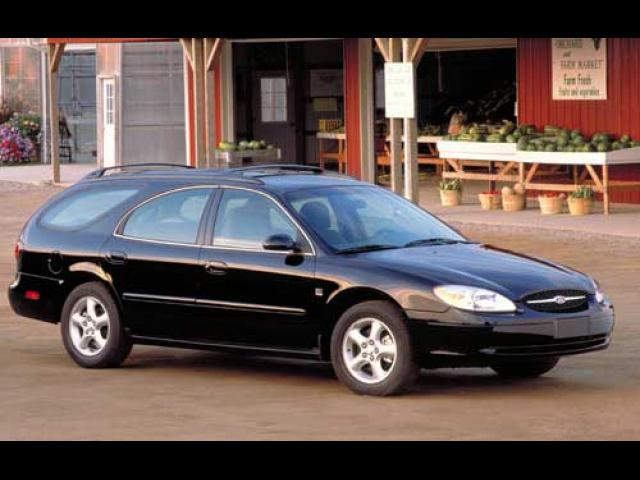 Junk 2002 Ford Taurus in Harvey