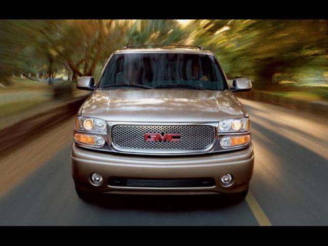 Junk 2002 GMC Denali in Sandwich
