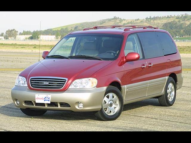 Junk 2002 Kia Sedona in Orange