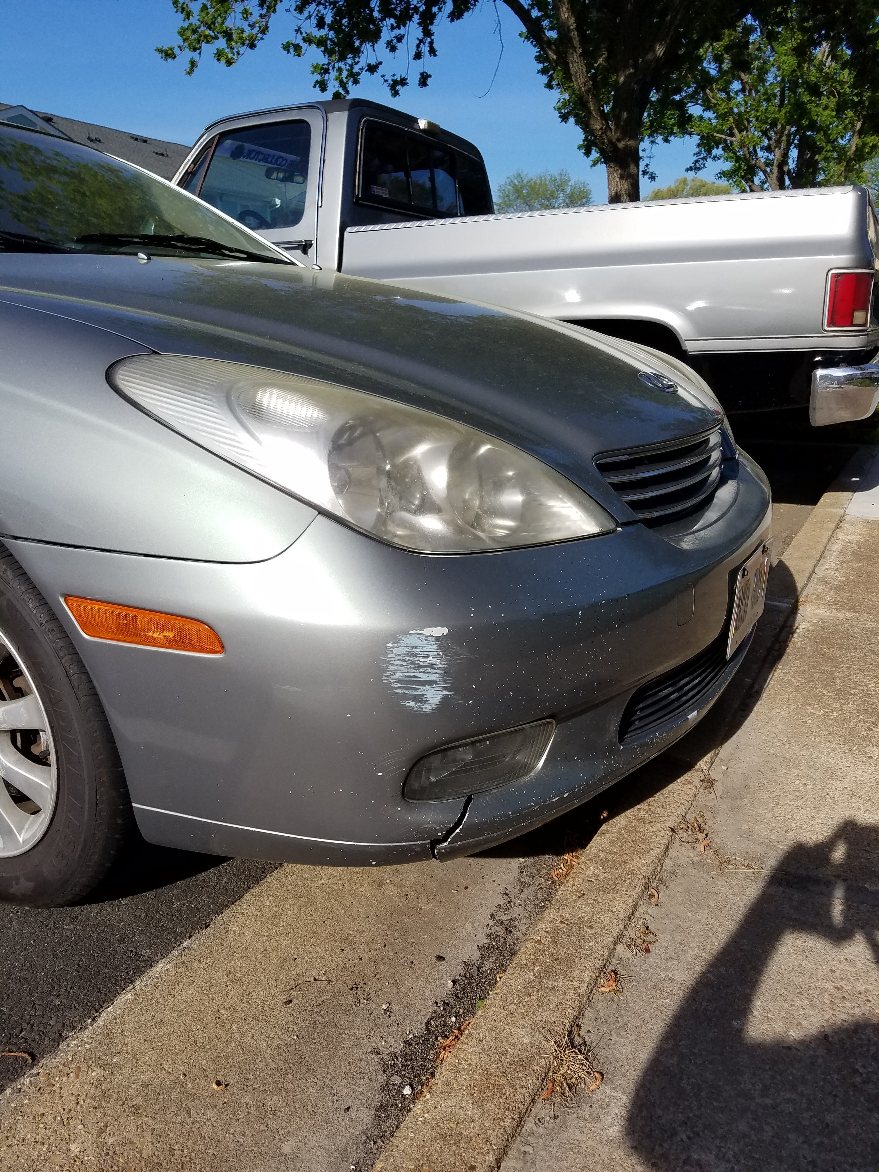 Junk 2002 Lexus ES in Chesapeake