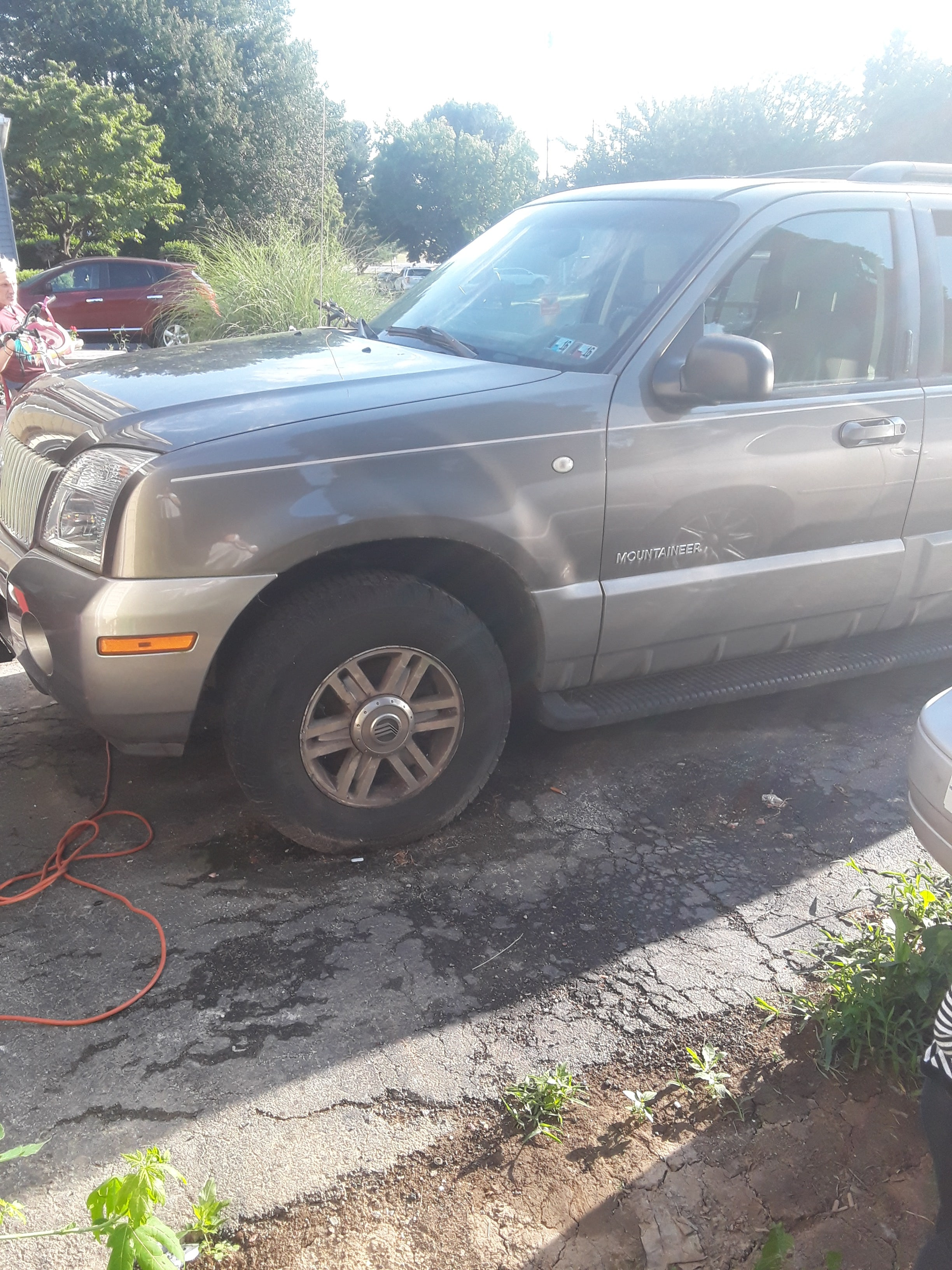 Junk 2002 Mercury Mountaineer in Lancaster