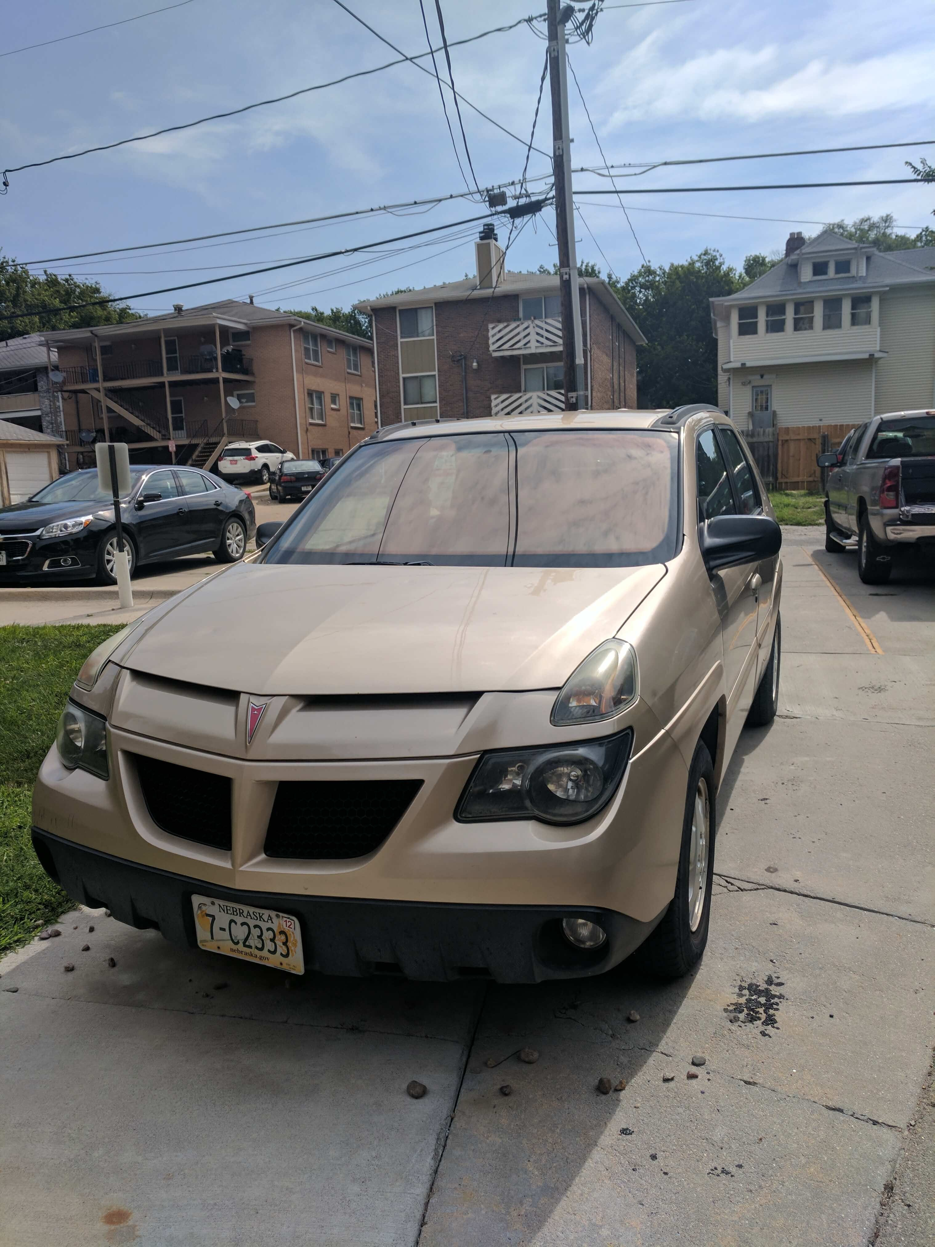 Junk 2002 Pontiac Aztek in Lincoln