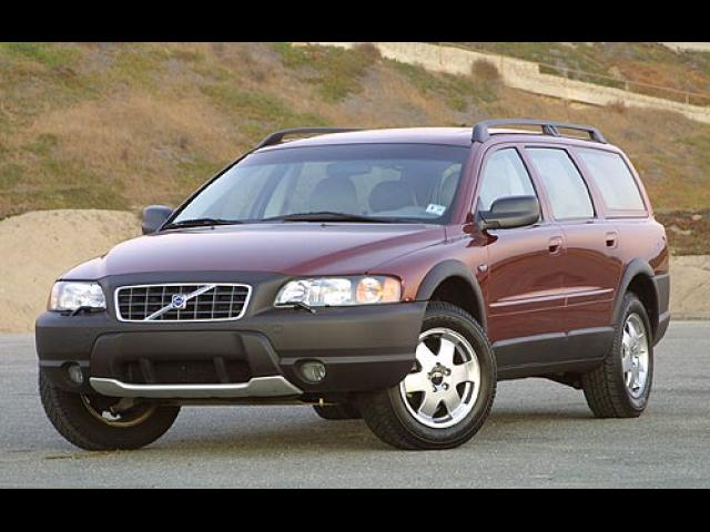 Junk 2002 Volvo V70 in Cypress