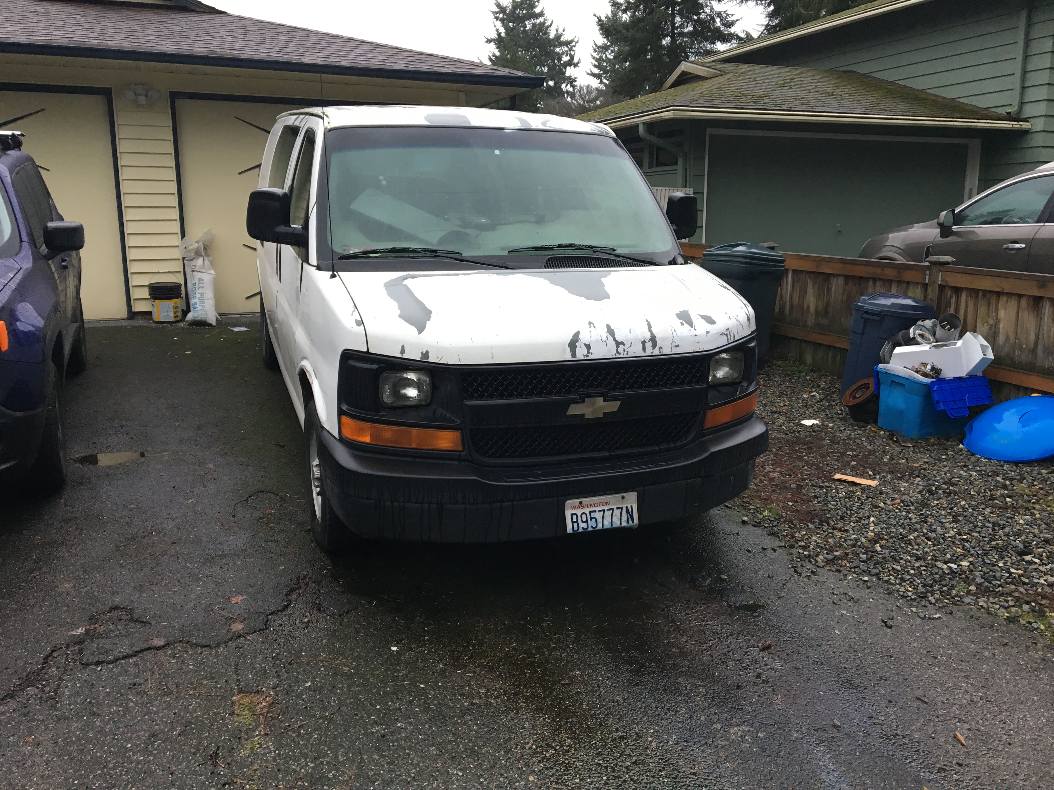 Junk 2003 Chevrolet Express G1500 in Auburn