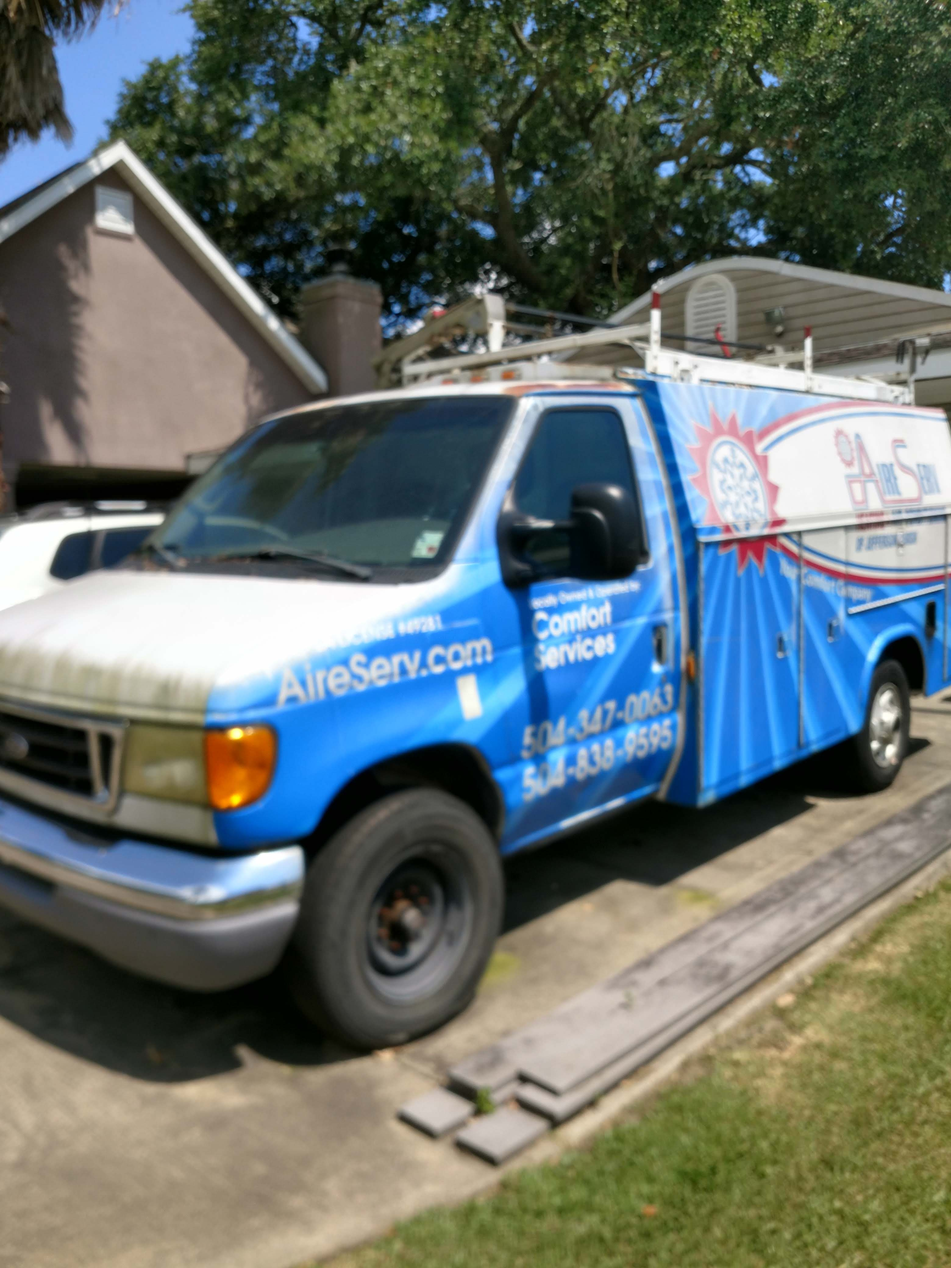 Junk 2003 Ford Econoline in Marrero