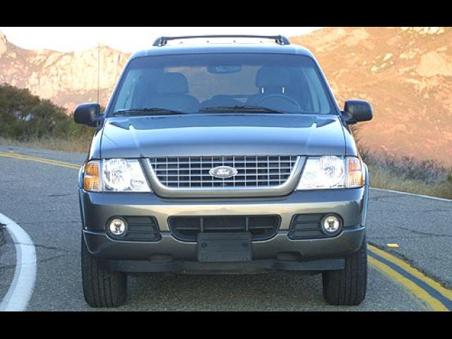 Junk 2003 Ford Explorer in Chaska