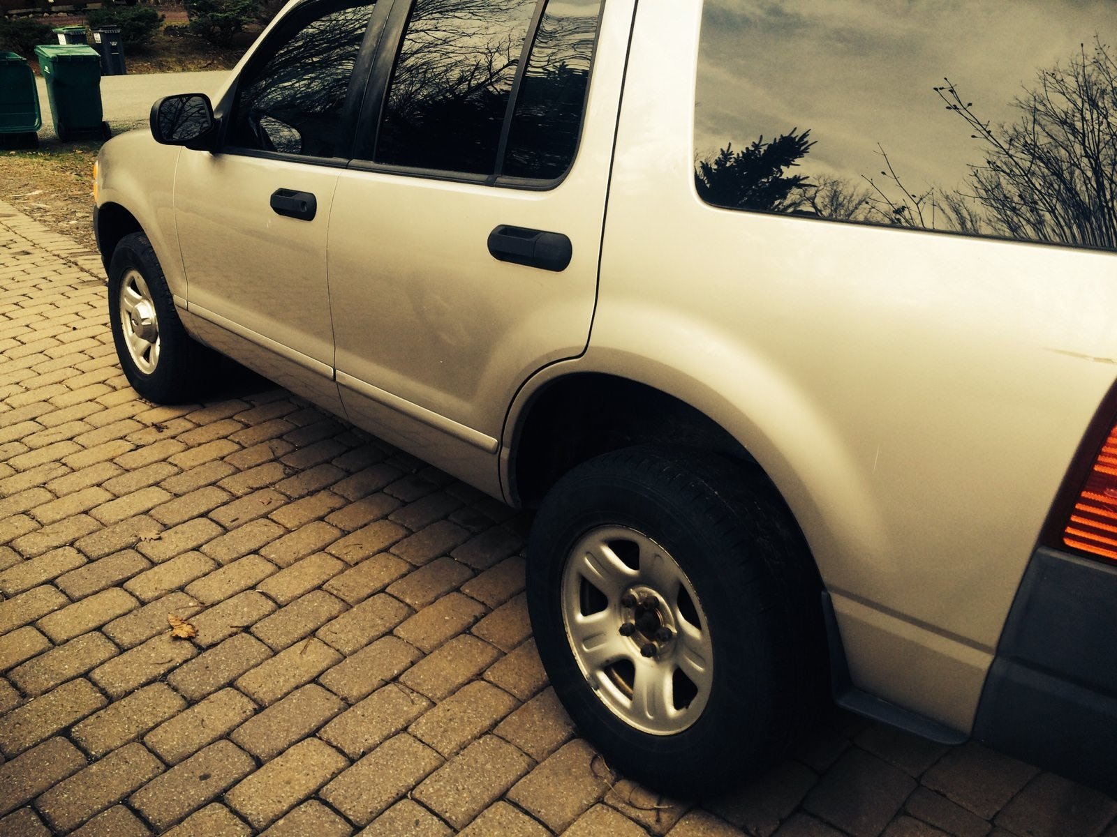 Junk 2003 Ford Explorer in East Stroudsburg