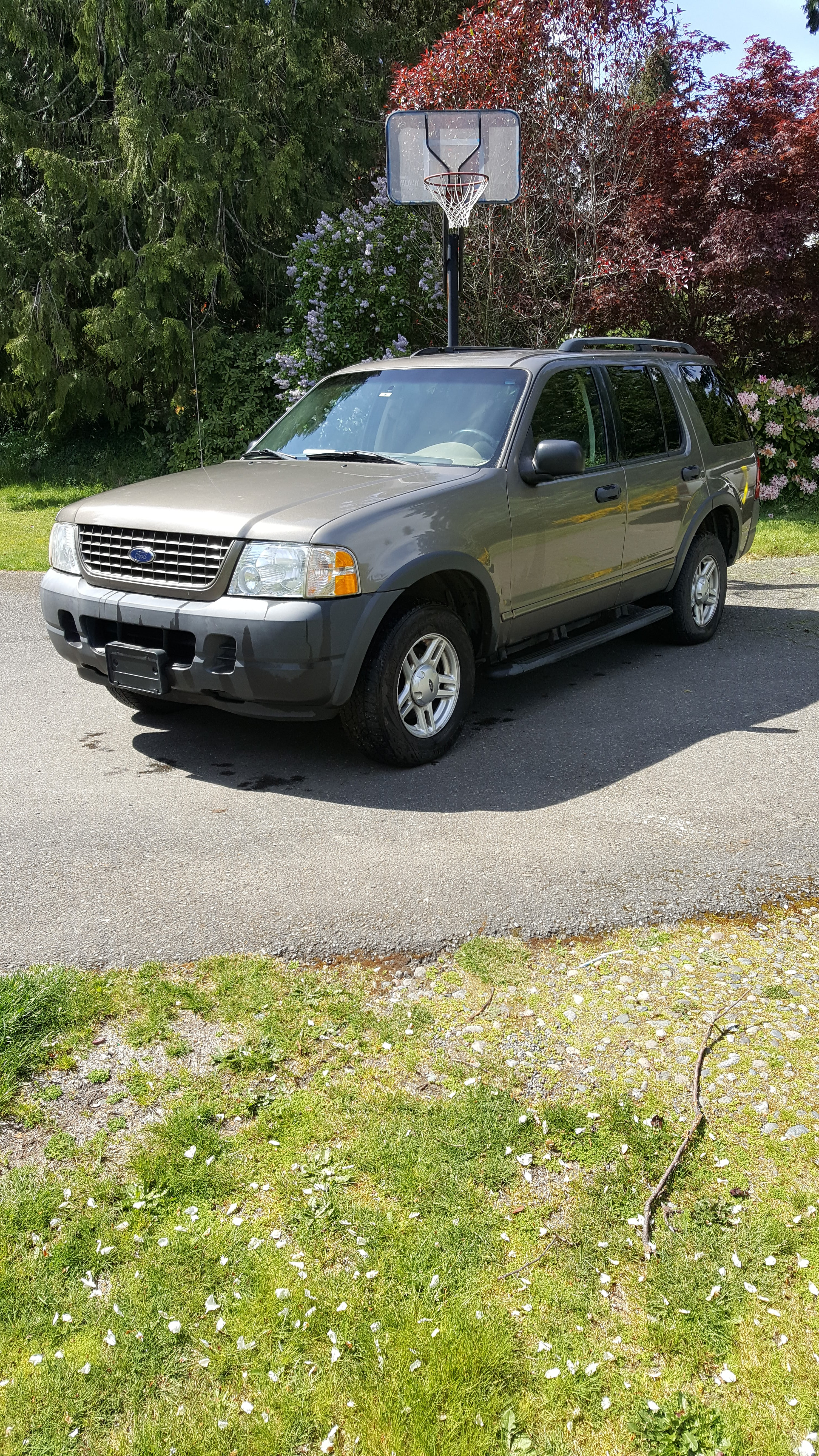 Junk 2003 Ford Explorer in Gig Harbor