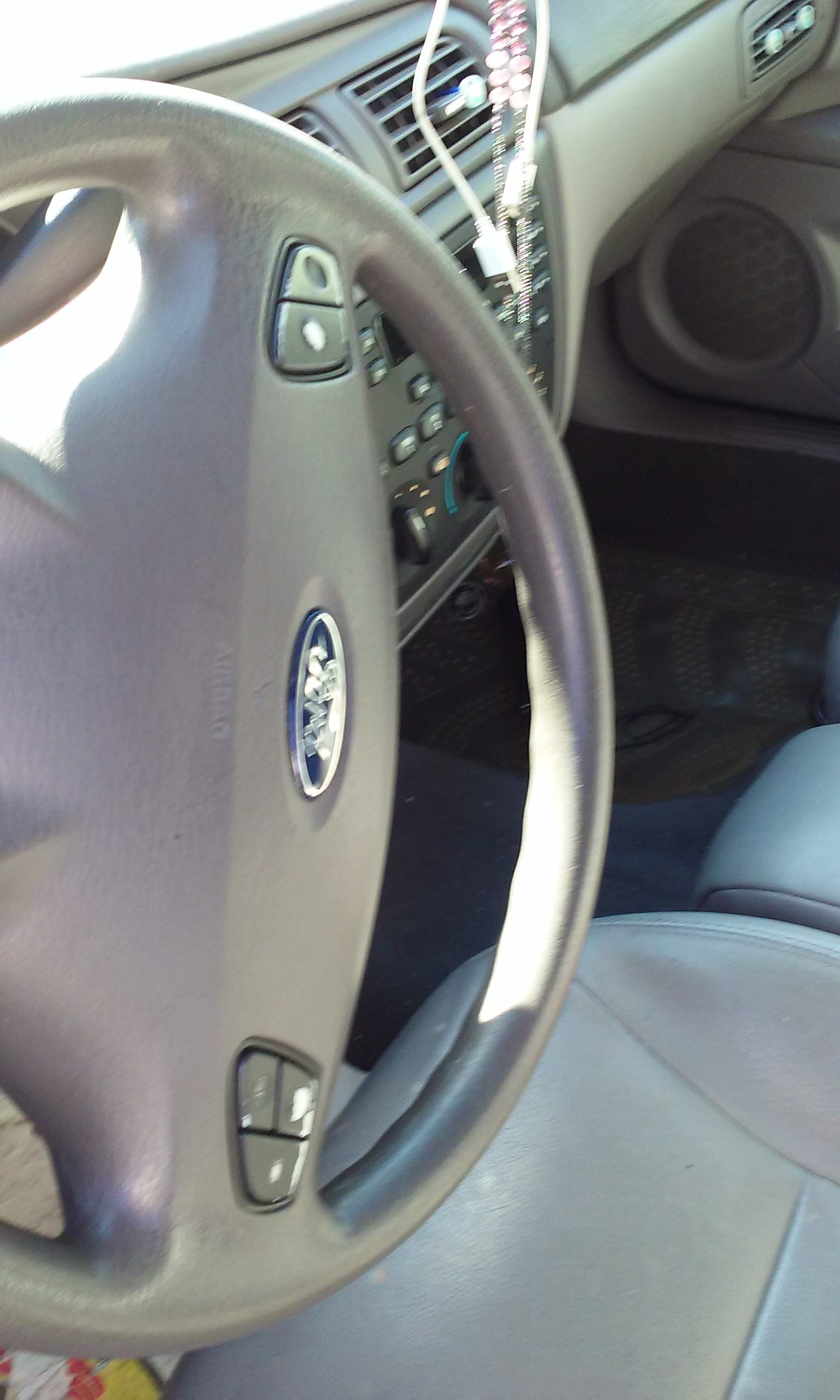 Junk 2003 Ford Taurus in Morrisville