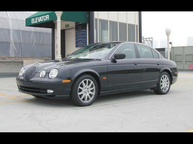 Junk 2003 Jaguar S-Type in Levittown