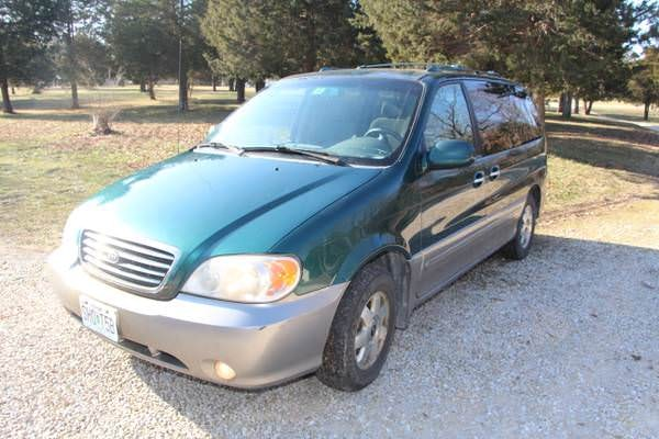 Junk 2003 Kia Sedona in Saint Louis