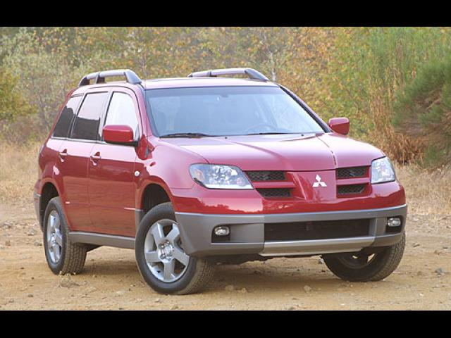 Junk 2003 Mitsubishi Outlander in Sheffield Lake