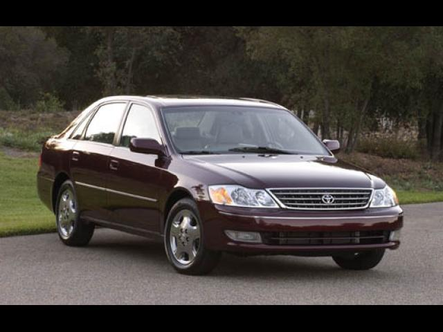Junk 2003 Toyota Avalon in Wesley Chapel