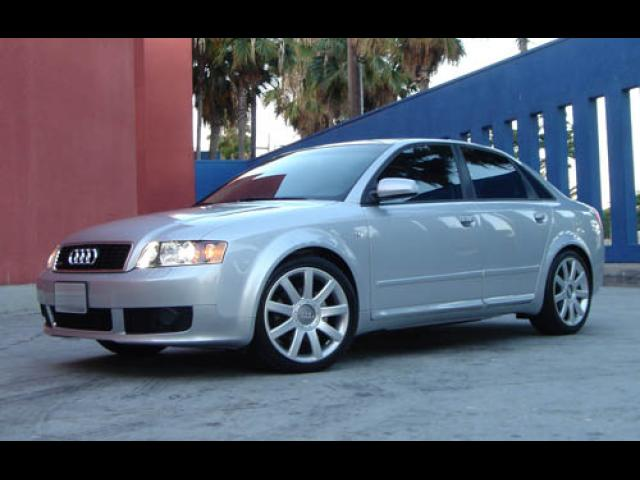 Junk 2004 Audi A4 in Los Angeles