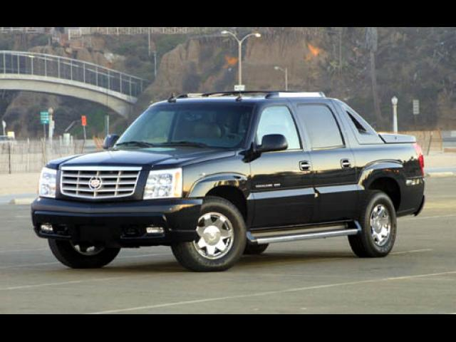Junk 2004 Cadillac Escalade in South Amboy