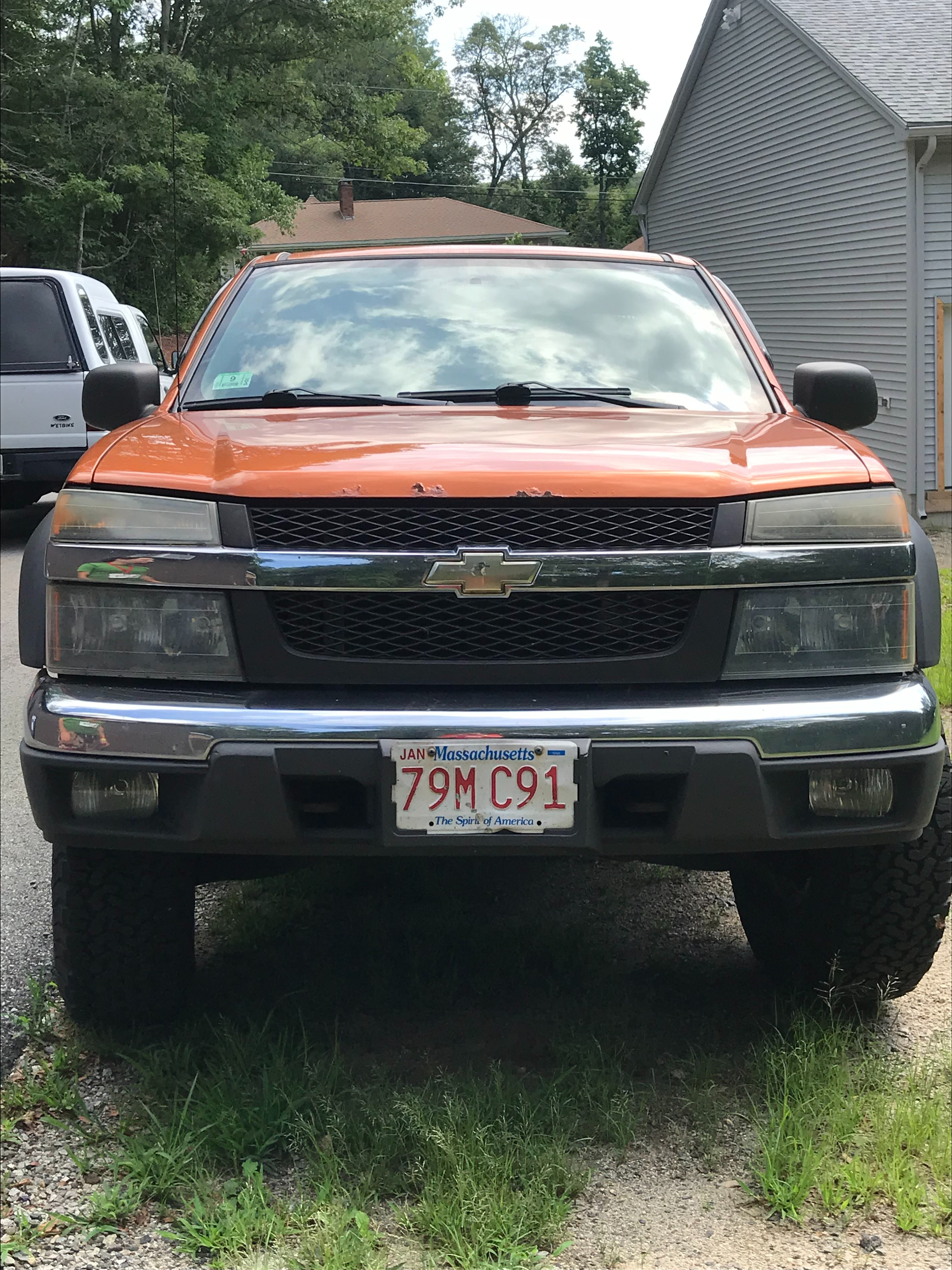 Junk 2004 Chevrolet Colorado in Whitinsville