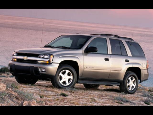 Junk 2004 Chevrolet TrailBlazer in Akron