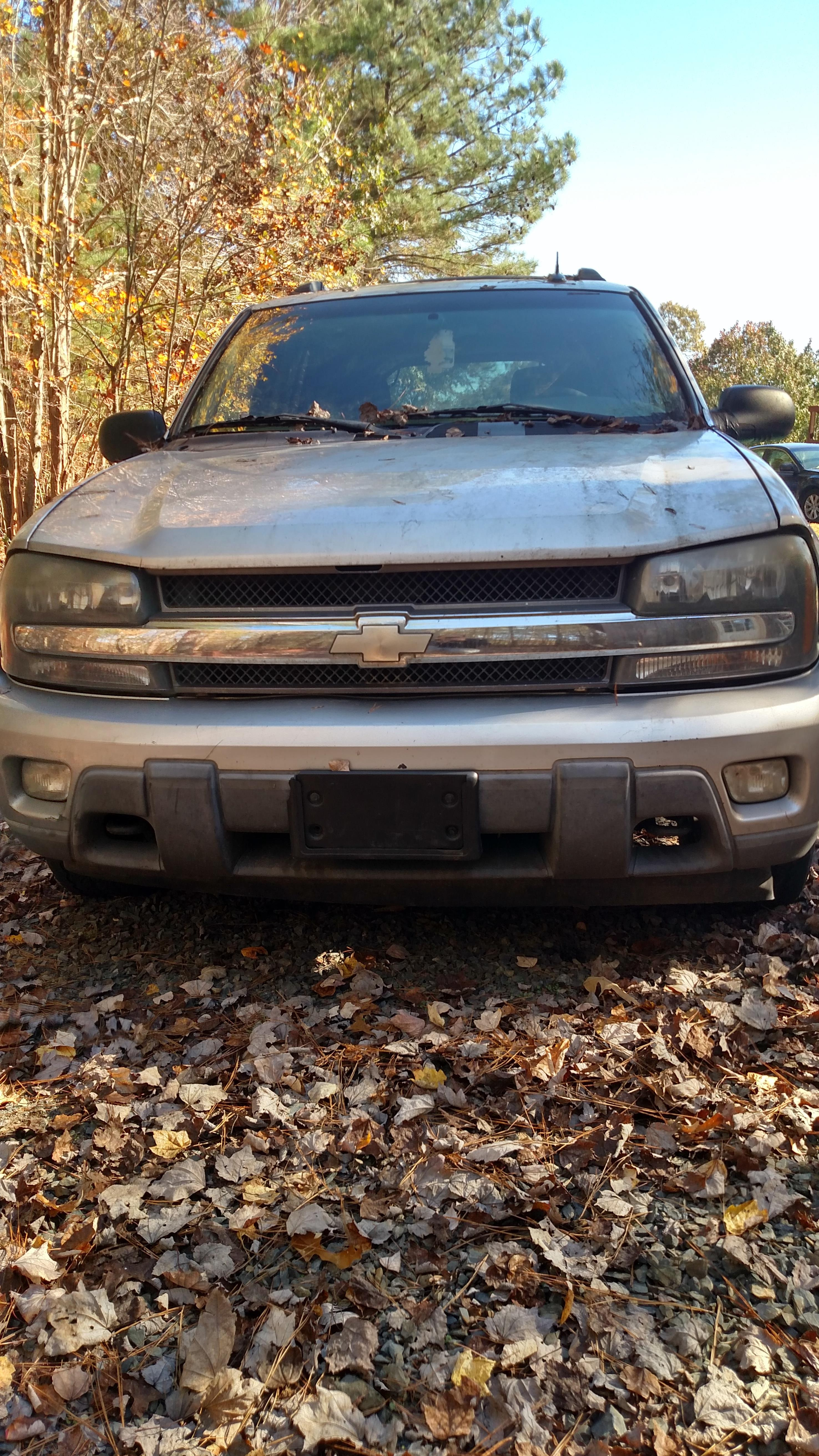 Junk 2004 Chevrolet TrailBlazer in New London