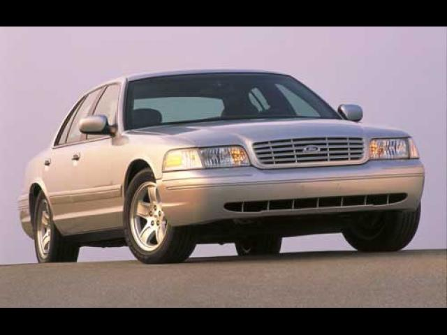Junk 2004 Ford Crown Victoria in Novelty