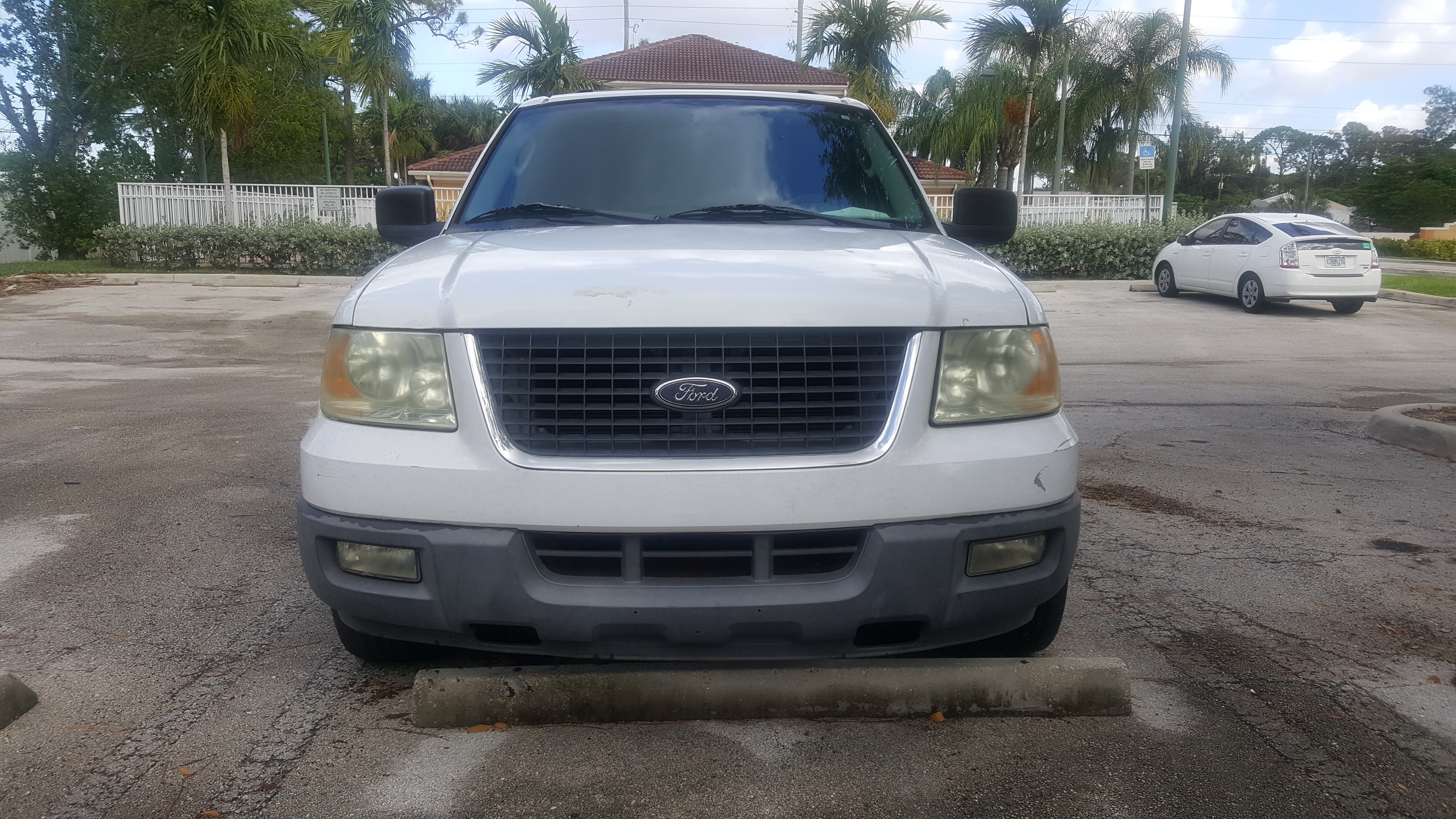 Junk 2004 Ford Expedition in Lake Worth