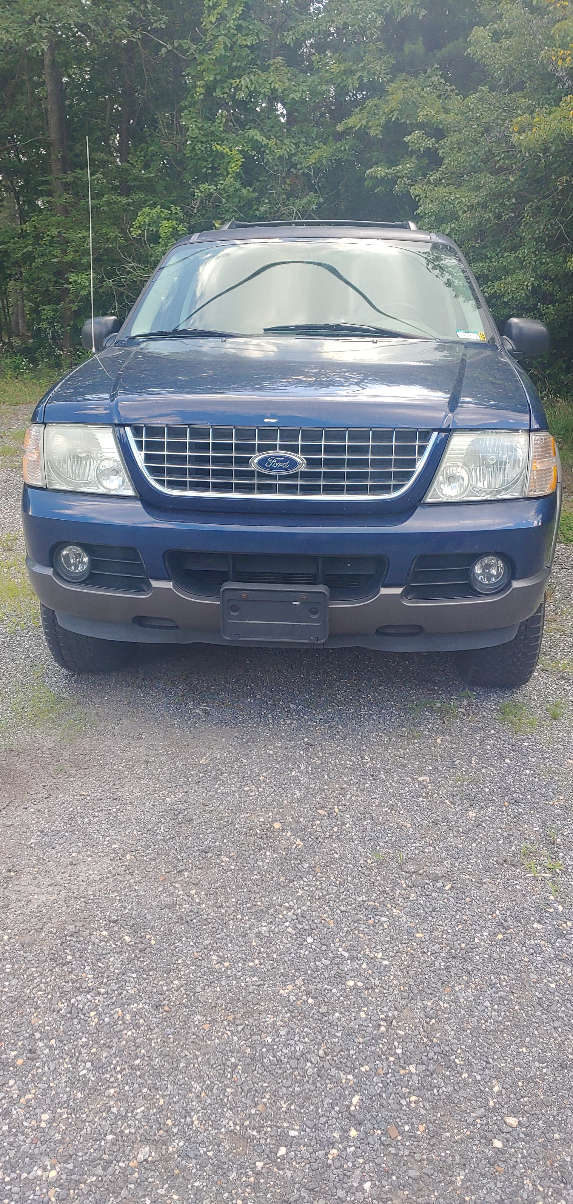 Junk 2004 Ford Explorer in Clinton